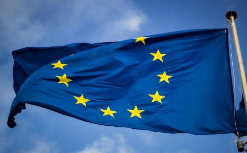 Jön az uniós zöld igazolvány, miközben új vakcina engedélyeztetése a láthatáron