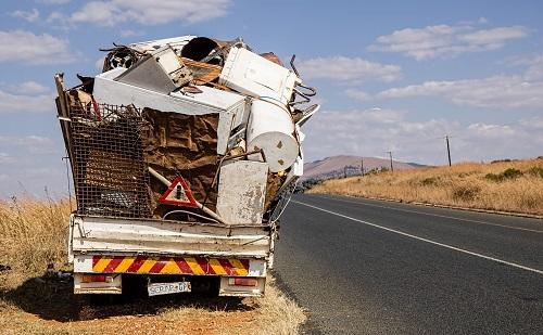 Magyar Közút: 650 tonna illegális szeméttől szabadultak meg az utak