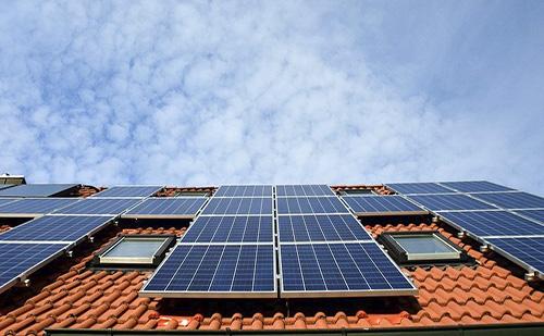 Sokan hitelből terveznek napelemet a házukra