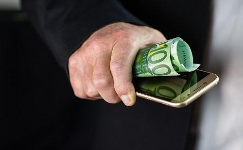 Innováció: a K&H ügyfelei okostelefonnal is fizethetnek