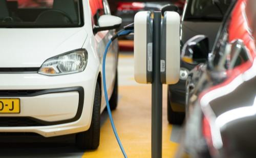 Újra igényelhető állami támogatás elektromos autó vásárlásához 