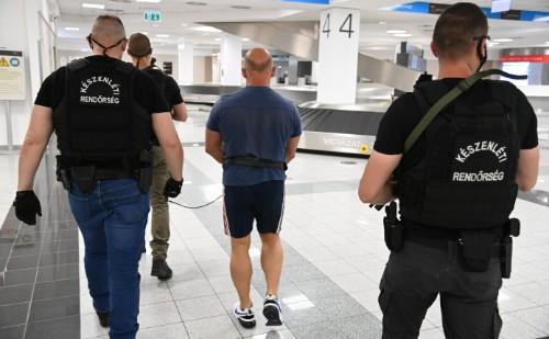 Külföldről hozták haza egy rablás sorozat gyanúsítottját