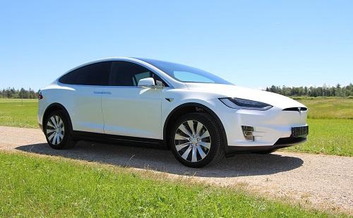A Tesla nagy dobása: már szállítják a Model Y-t