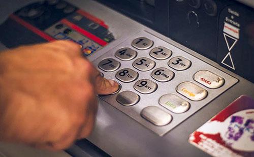 A Bankszövetség is jó ötletnek tartja, hogy elengedjék a moratórium során felhalmozott banki díjakat
