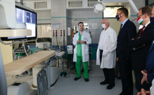 Hibrid labort adtak át a pécsi szívklinikán