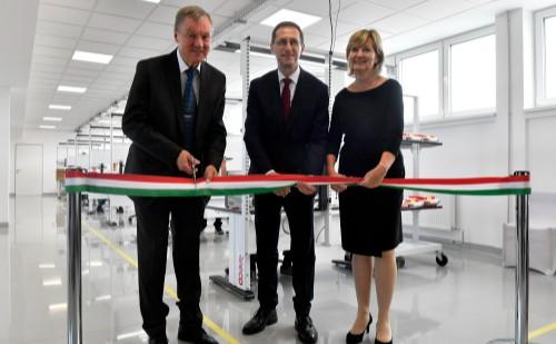 Orvostechnikai termékeket gyártó üzemcsarnokot adtak át Esztergomban