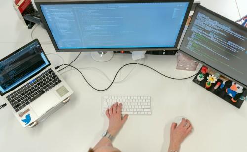 Álláskeresőknek indult ingyenes programozói oktatás