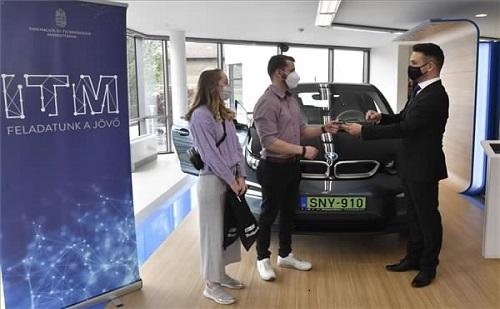 Támogatja a kormány az elektromos autók vásárlását