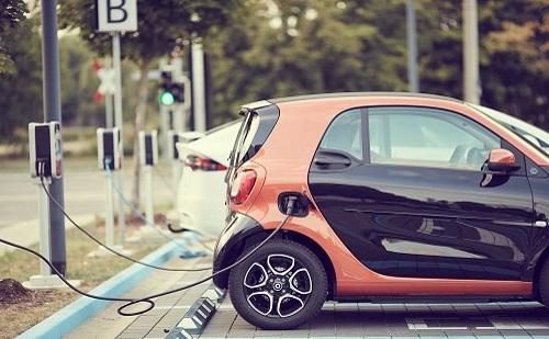 Konzorciummal oldanák meg az elektromos autók töltését országszerte