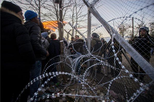 Határkerítés Macedóniában, Szlovéniában és Ausztriában is