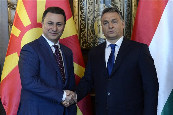 Szerbia és Macedónia korlátozta a beáramló migránsáradatot