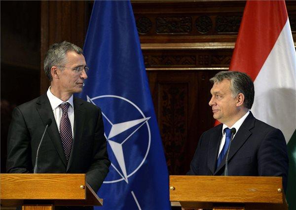 Budapesten a NATO-főtitkár - A migránsválság miatt is szükséges katonai erőnk növelése