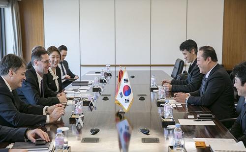 Varga Mihály részt vett a Koreai-Magyar Gazdasági Vegyesbizottság ülésén